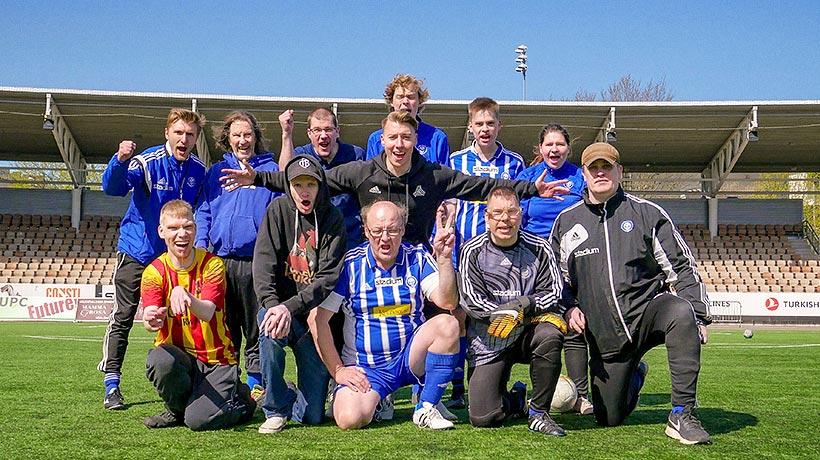 Ilaripro ja muut jalkapallojoukkueen jäsenet