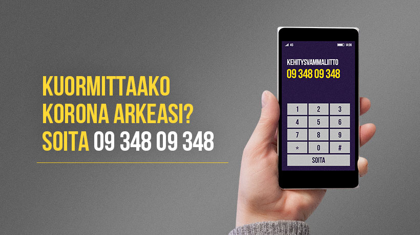 Käsi pitelee matkapuhelinta, jossa näkyy puhelinnumero 09 348 09 348.
