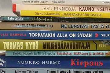 Selkokirjasankarit innostavat lapsia ja nuoria lukemaan