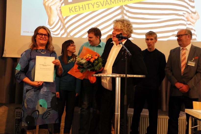 Ihme ja Kumma vastaanotti Aino Miettinen -palkinnon
