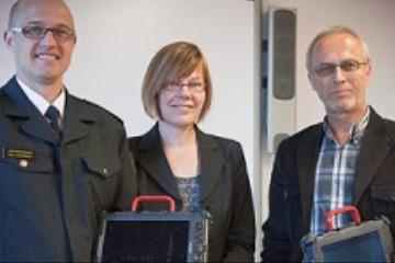 Helsingin pelastuslaitos lahjoitti tietokoneita Tikoteekille